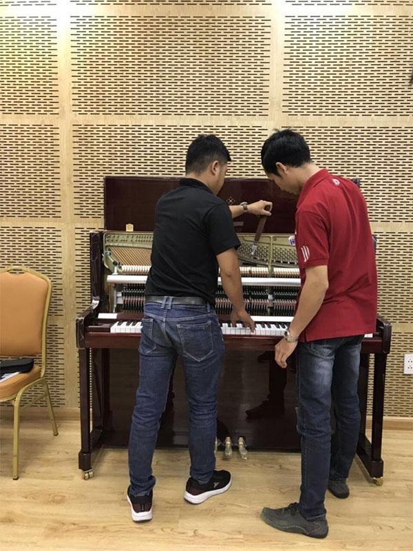 hoc-ky-thuat-vien-piano