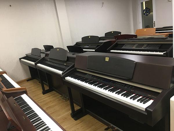 dan-piano-dien-cu-nhat-ban