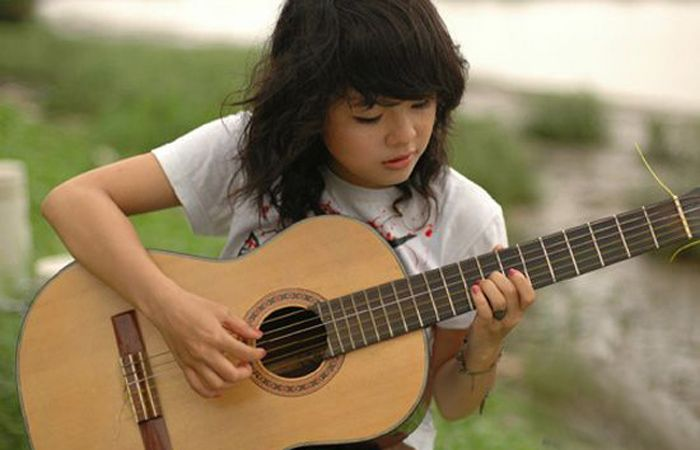 hoc-dan-guitar-voi-su-dam-me