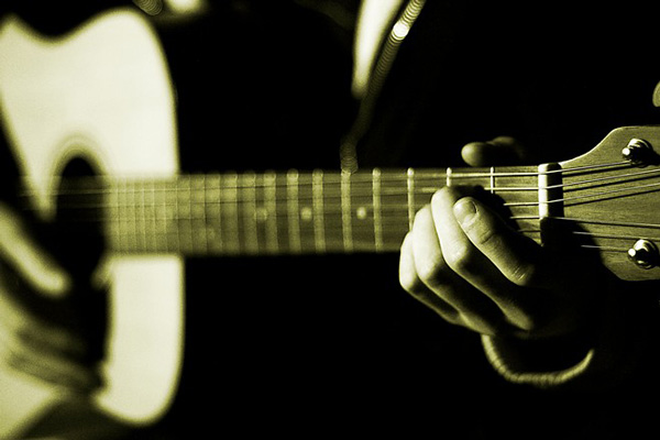 nhung-bai-hat-dem-guitar-hay-nhat