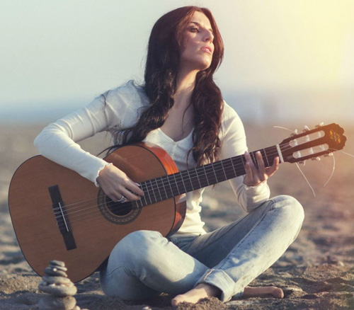 tu-the-ngoi-choi-dan-guitar-khi-khong-ghe