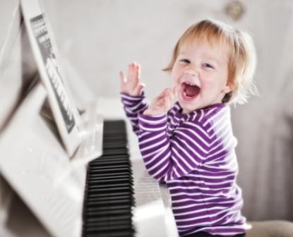 Kết quả hình ảnh cho bé học đàn organ