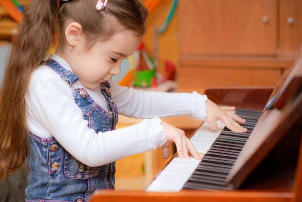 co hoi tiet kiem khi mua dan piano cu cho be hoc