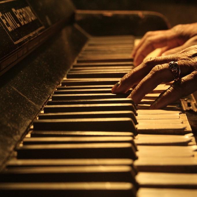mua piano cu gia tri hay ganh nang