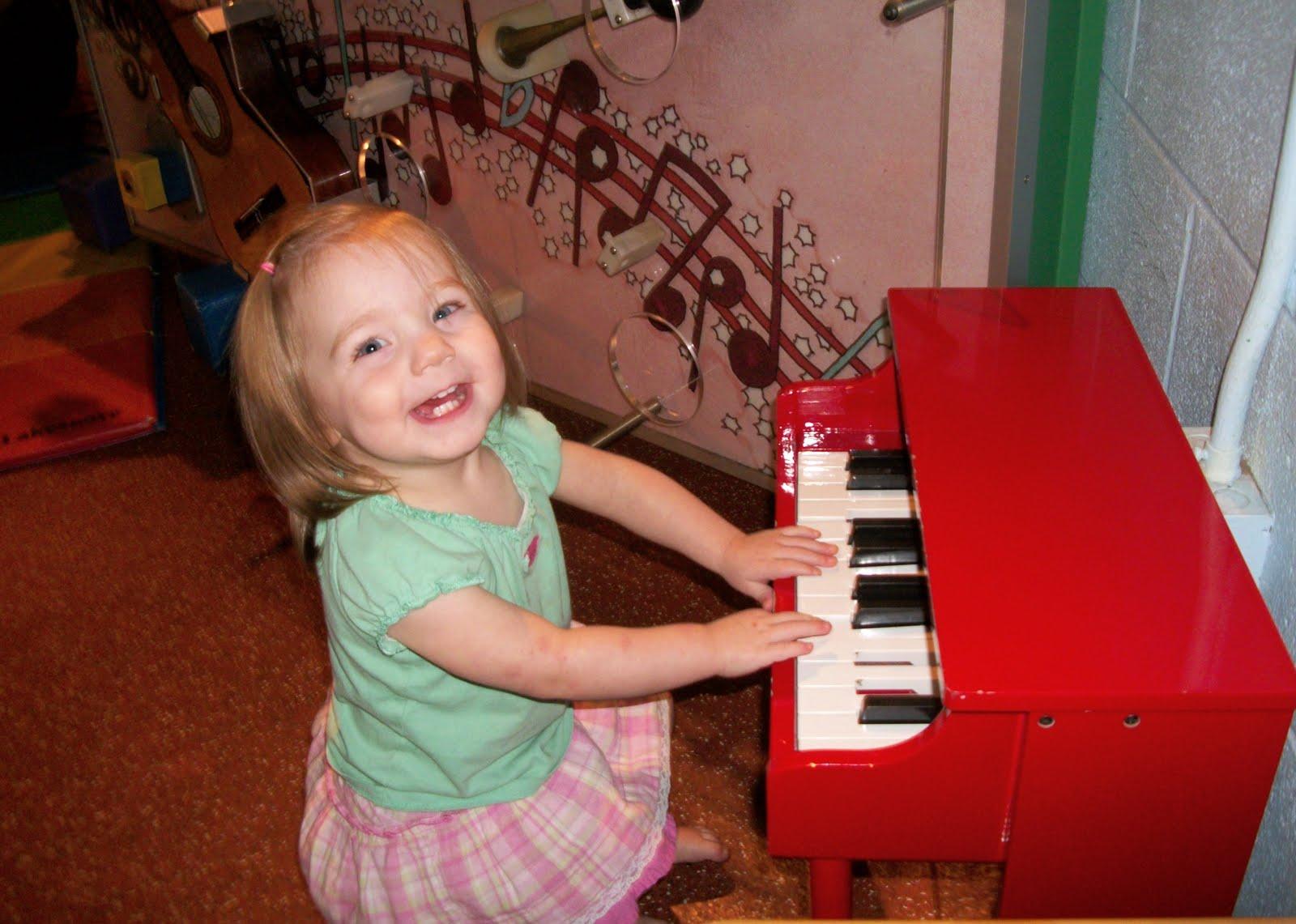 cho tre hoc piano