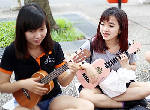 dan-ukulele-gia-bao-nhieu