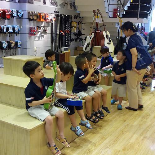 Trường mầm non Kindy City tham quan Việt Thương Music 369