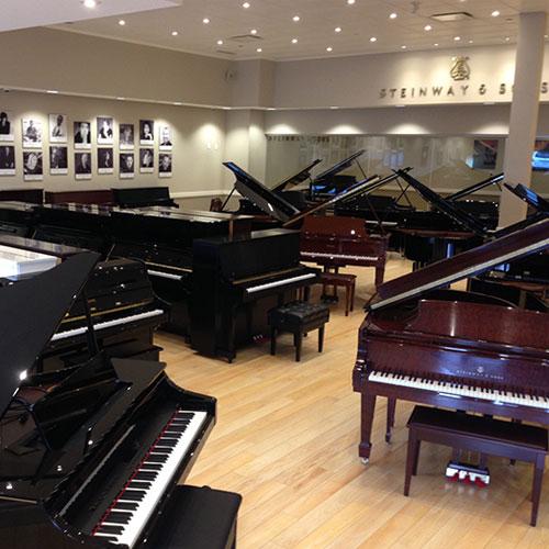 Cửa hàng bán đàn piano ở quận 1